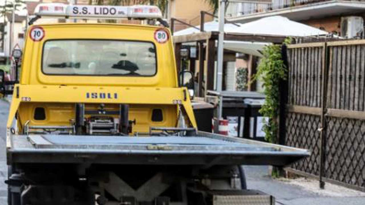Roma, travolto dal cancello di casa bimbo di cinque anni: è grave