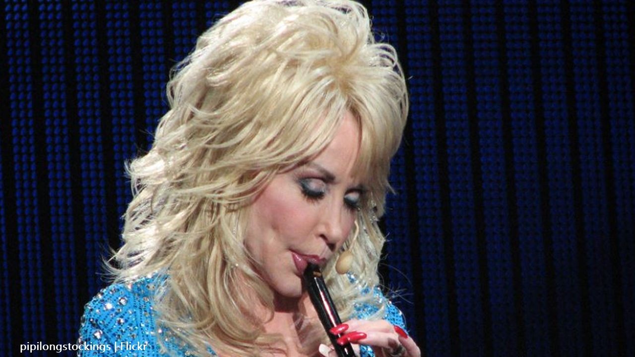Dolly Parton sleeps with her makeup on in case of a crisis