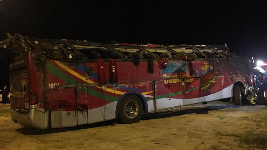 Acidente deixa 10 mortos e 51 feridos em rodovia de SP