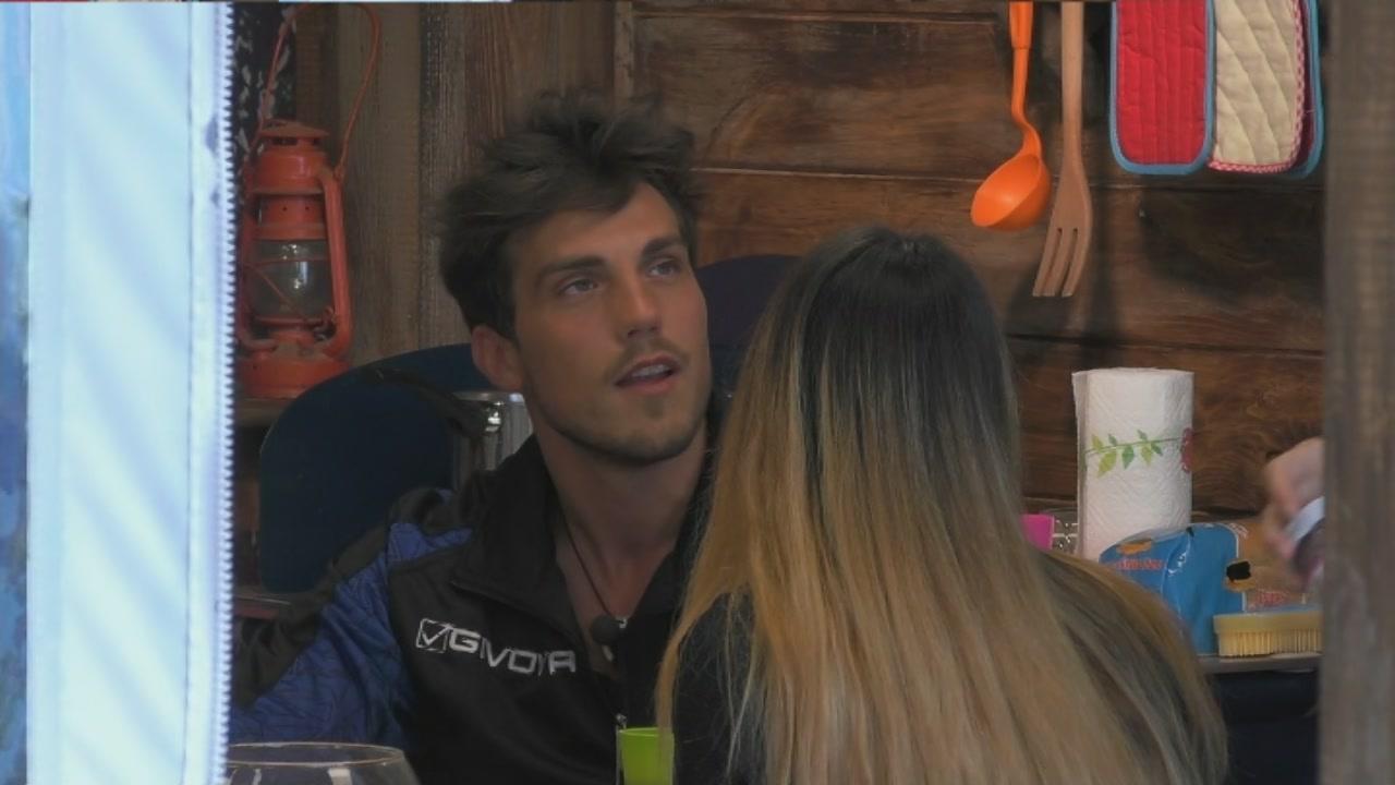 'Grande Fratello' Daniele accenna ad un incidente prima della finale, Erica lo zittisce