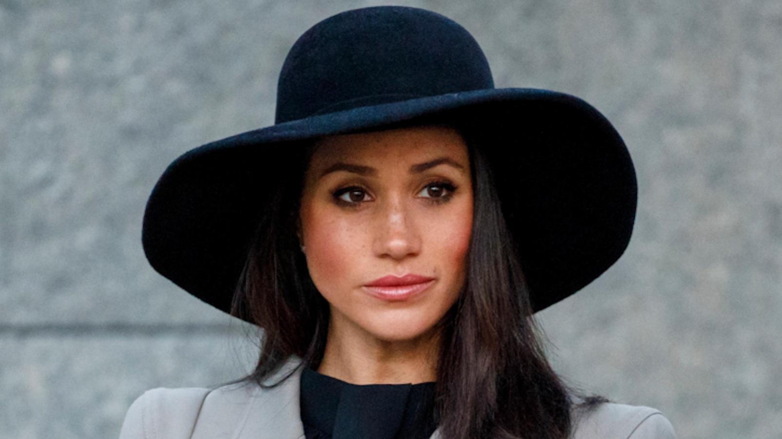Royal Family, Harry riprende Meghan Markle in pubblico: 'Girati'