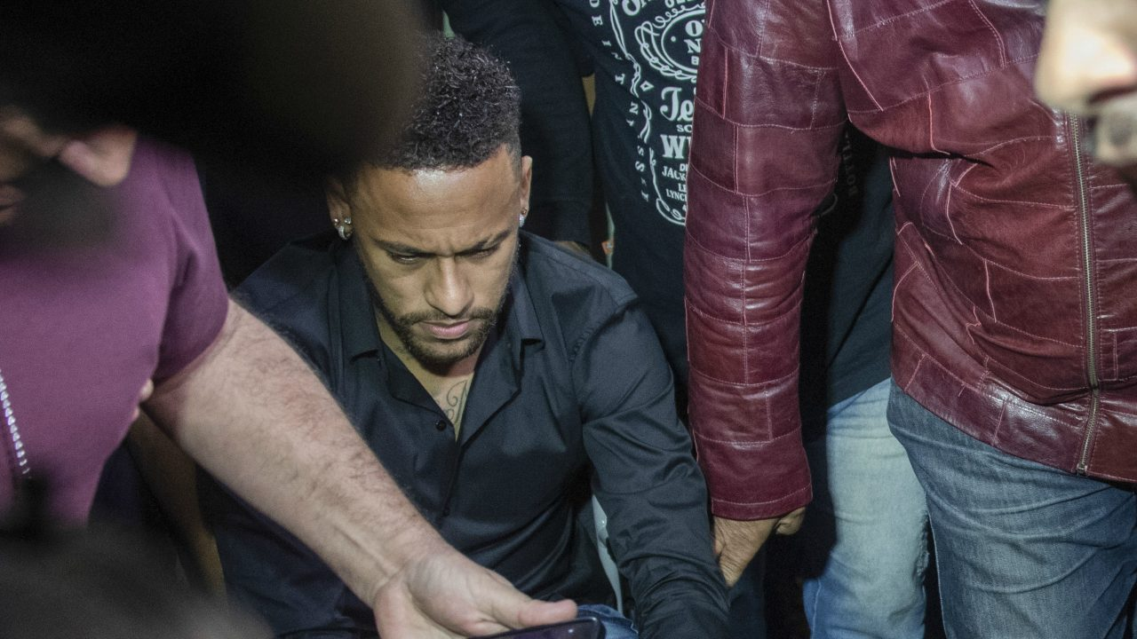 Neymar disse que bateu em modelo a pedido dela durante relação
