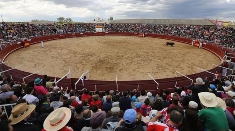 Un toro corneó en el cuello al torilero de Benavente que falleció casi en el acto