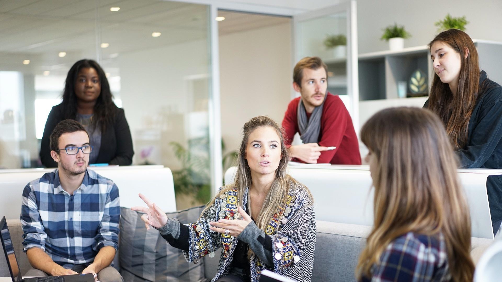 Poste Italiane apre nuove posizioni lavorative per laureati come Consulenti finanziari
