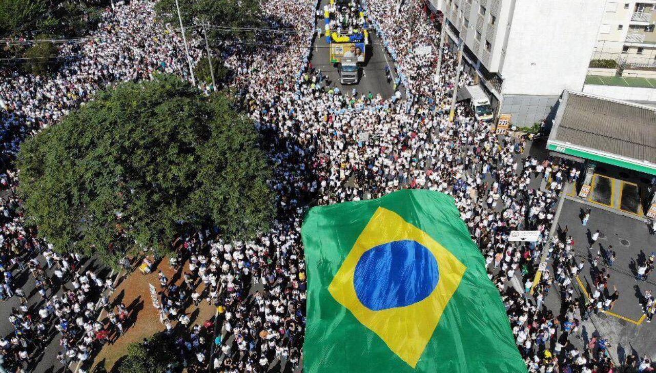 Pela primeira vez, presidente do Brasil participa da 'Marcha Para Jesus'