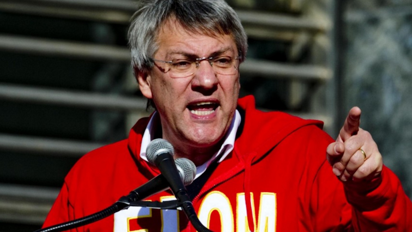 I Cinque Stelle contro i sindacalisti: 'Stipendi d'oro, ma non vogliono il salario minimo'