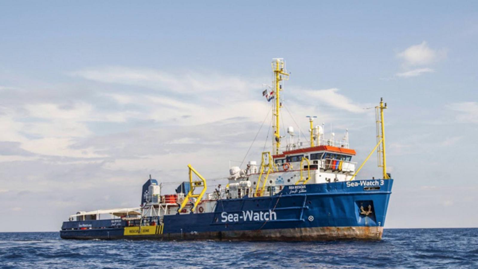 Sea Watch 3: il Gip che ha scarcerato la Rackete si cancella da Facebook