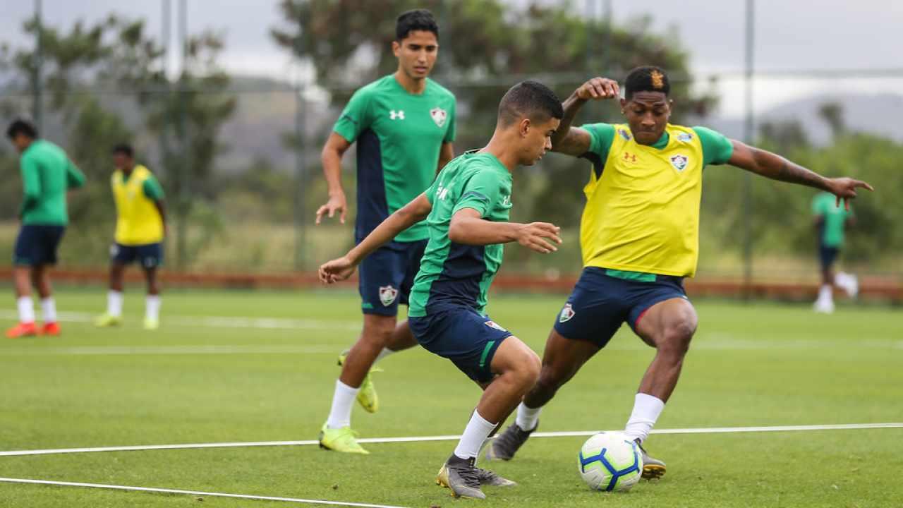 Com inspiração em Pirlo, jovem espera fazer história no Fluminense