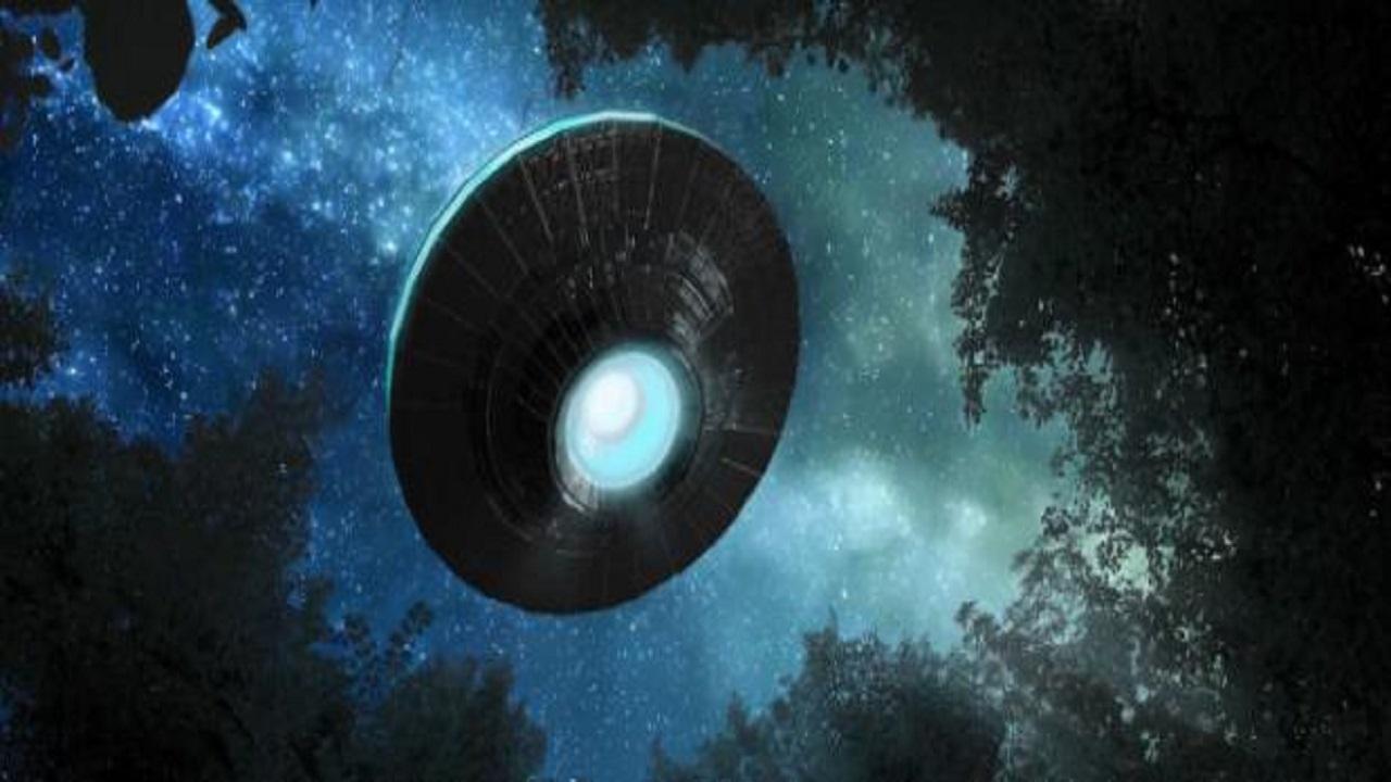 Roma, oggetto volante non identificato in cielo: 'sembrava un ufo'