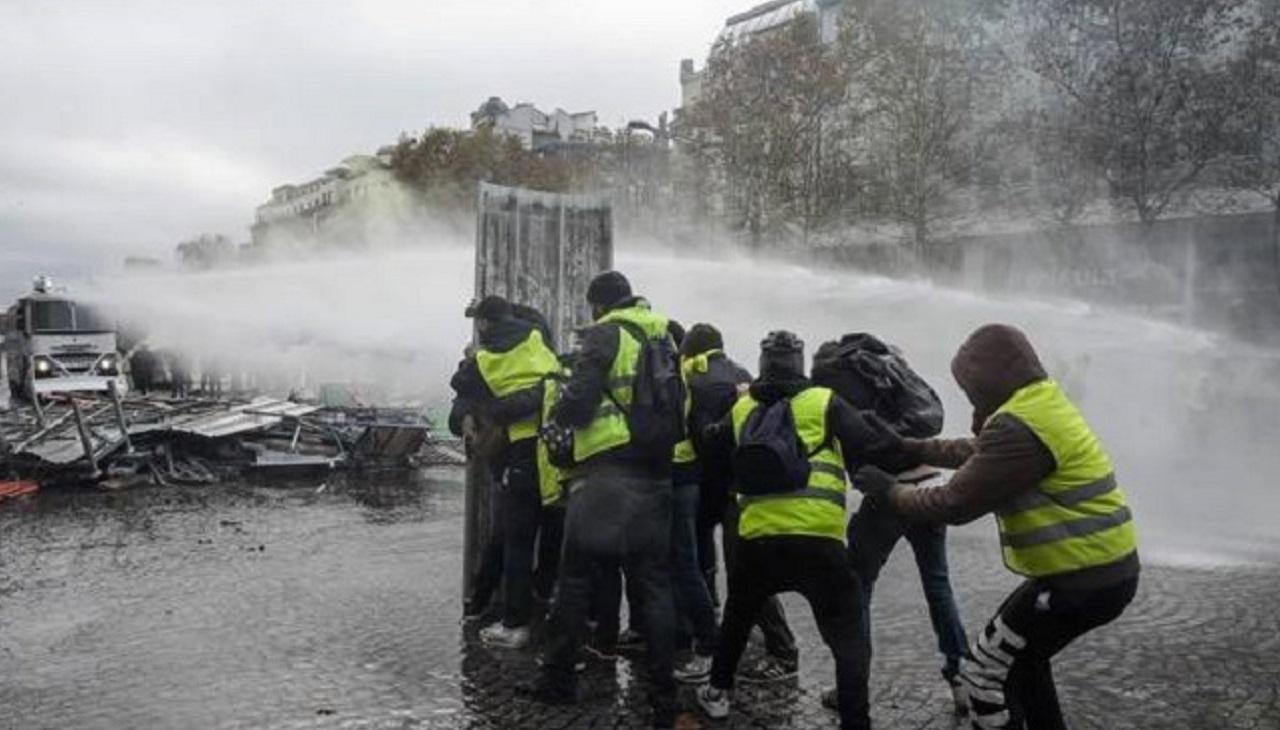 Francia: festa del 14 luglio con contestazione dei 'gilet jaunes' a Macron