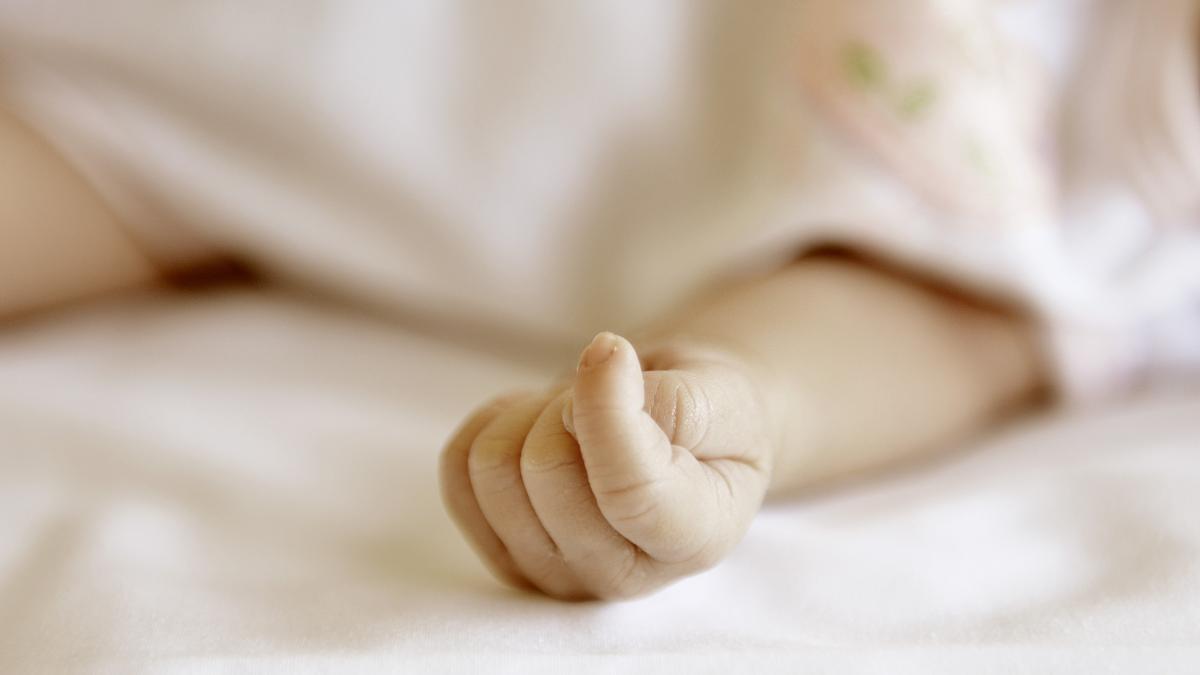 Científicos en Francia investigan el aumento de nacimientos de niños sin brazos