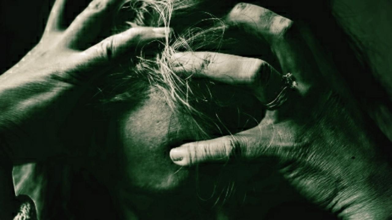 Douleur et souffrance plongées entre éloge et critique