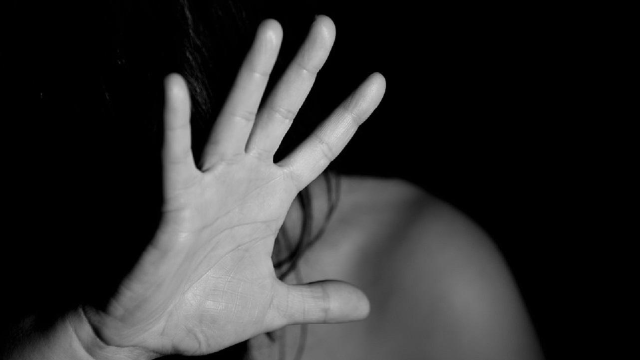 Catania: coppia aggredita per strada, lui picchiato lei molestata, tre arrestati