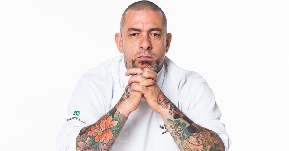 Chef Henrique Fogaça, do 'MasterChef', sofre acidente de moto