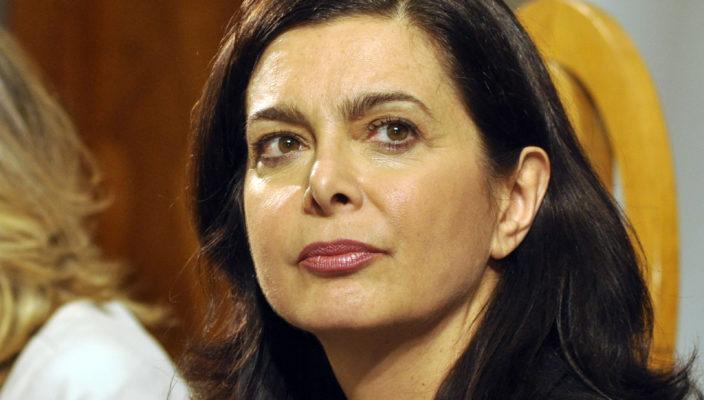 Meluzzi condivide bufala sulla Boldrini, oltre alla figuraccia si becca la querela