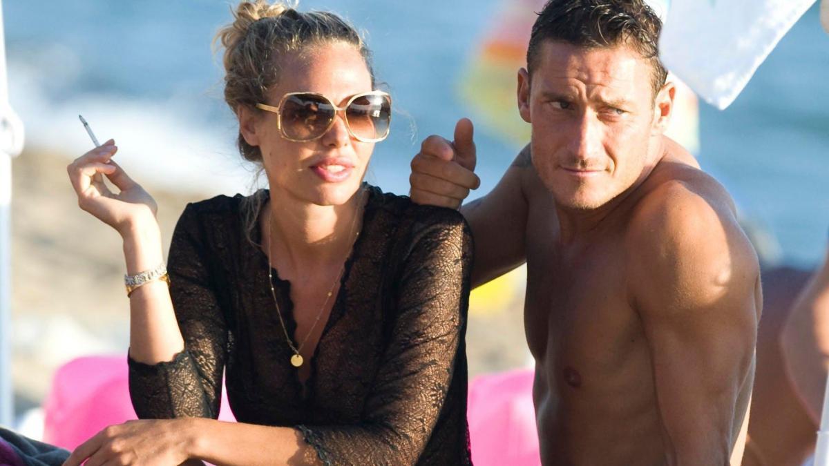 Francesco Totti e Ilary Blasi in TV in una sit-com: primi ospiti Emma e Teo Mammucari