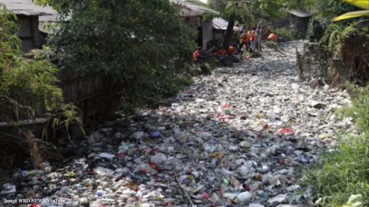Indonesia trying to save the environment, clean plastic trash from Bahagia River