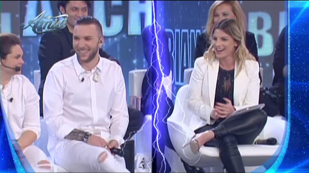 Gossip: Briga bacia Jas, Emma Marrone con Tiziano Ferro e Paradiso negli Usa