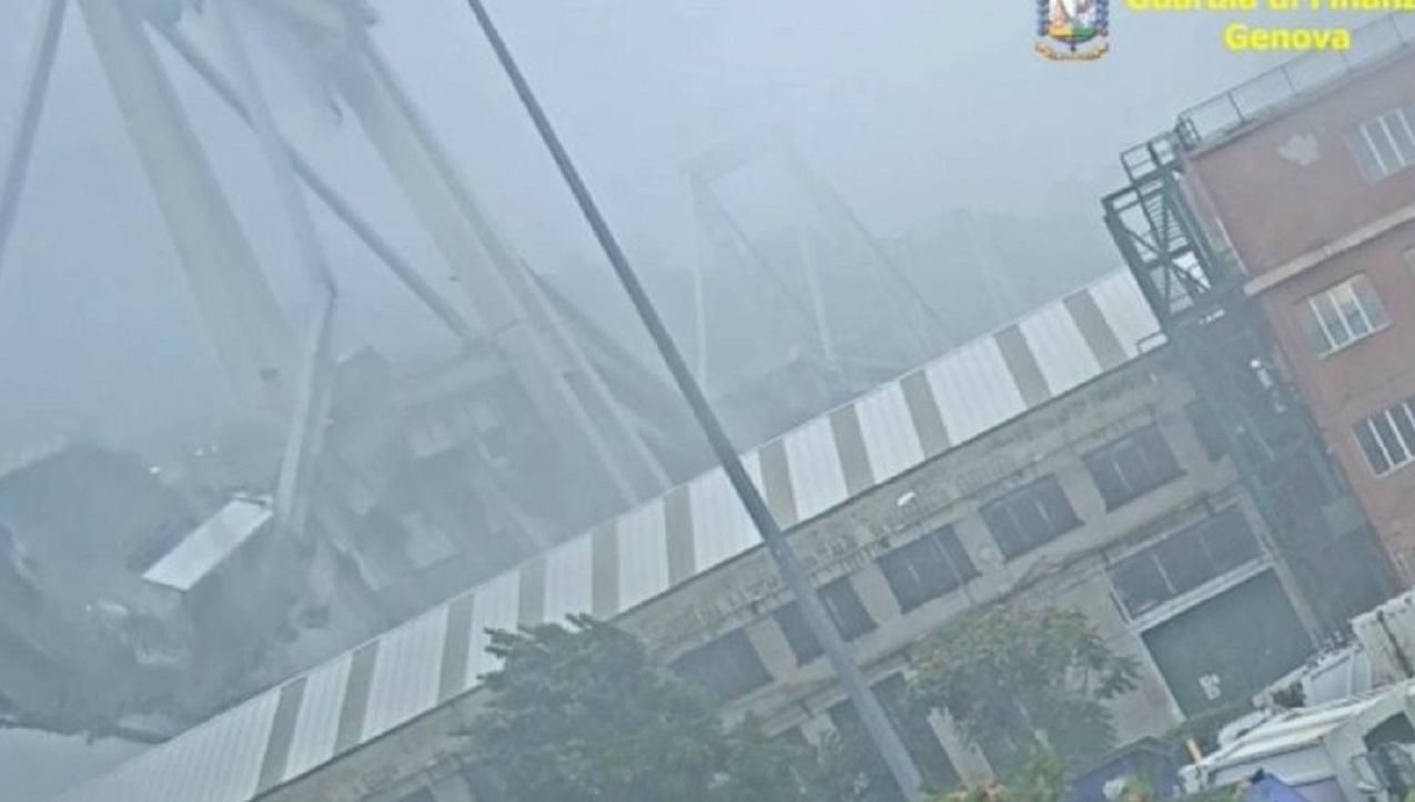 Genova: alle 11 e 36 di un anno fa crollava il ponte Morandi, silenzio per ricordarlo