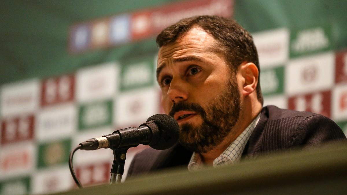 Presidente do Fluminense confirma que clube busca um zagueiro