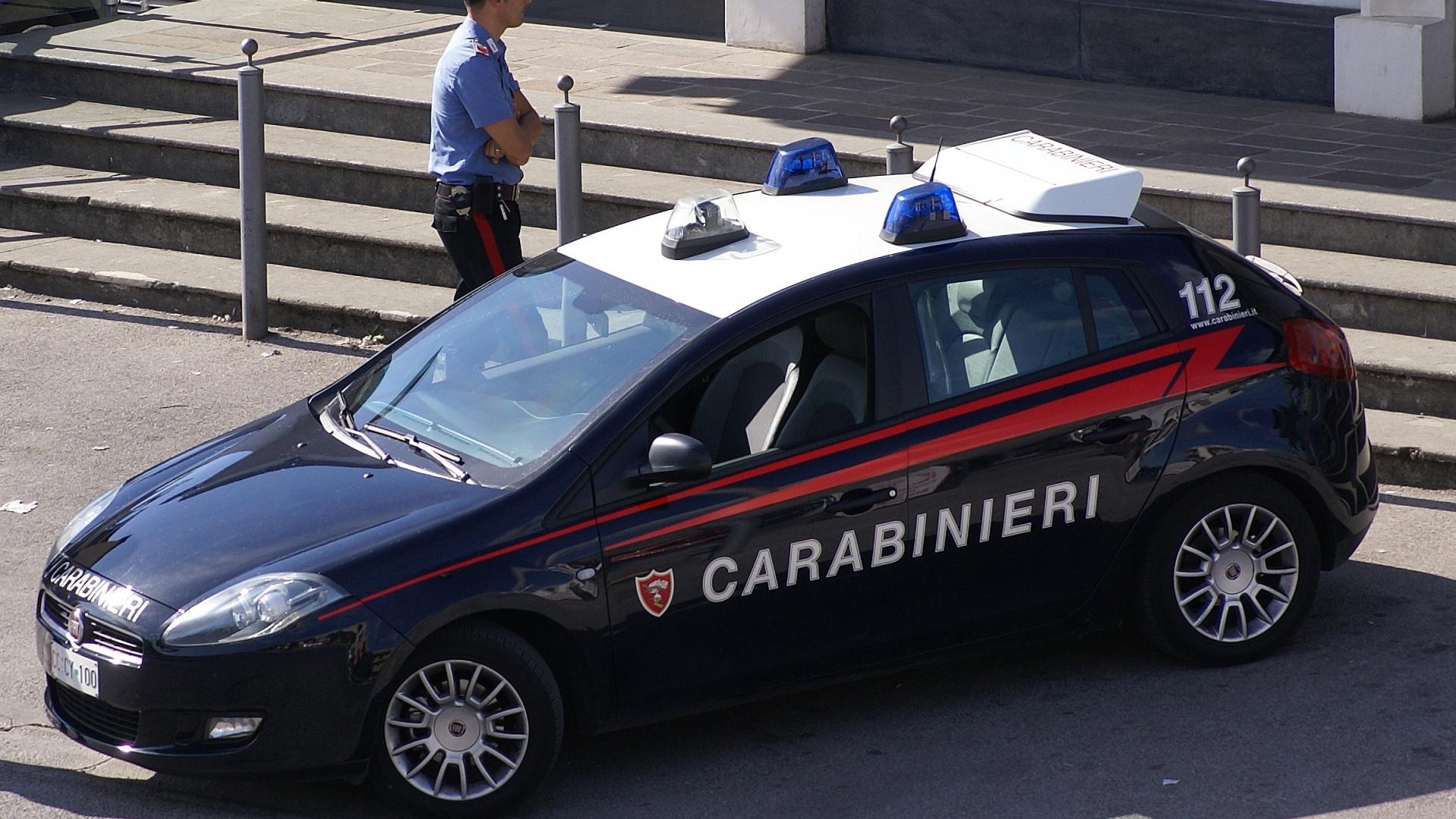 Brescia: Carabiniere si suicida sparandosi con la pistola d'ordinanza