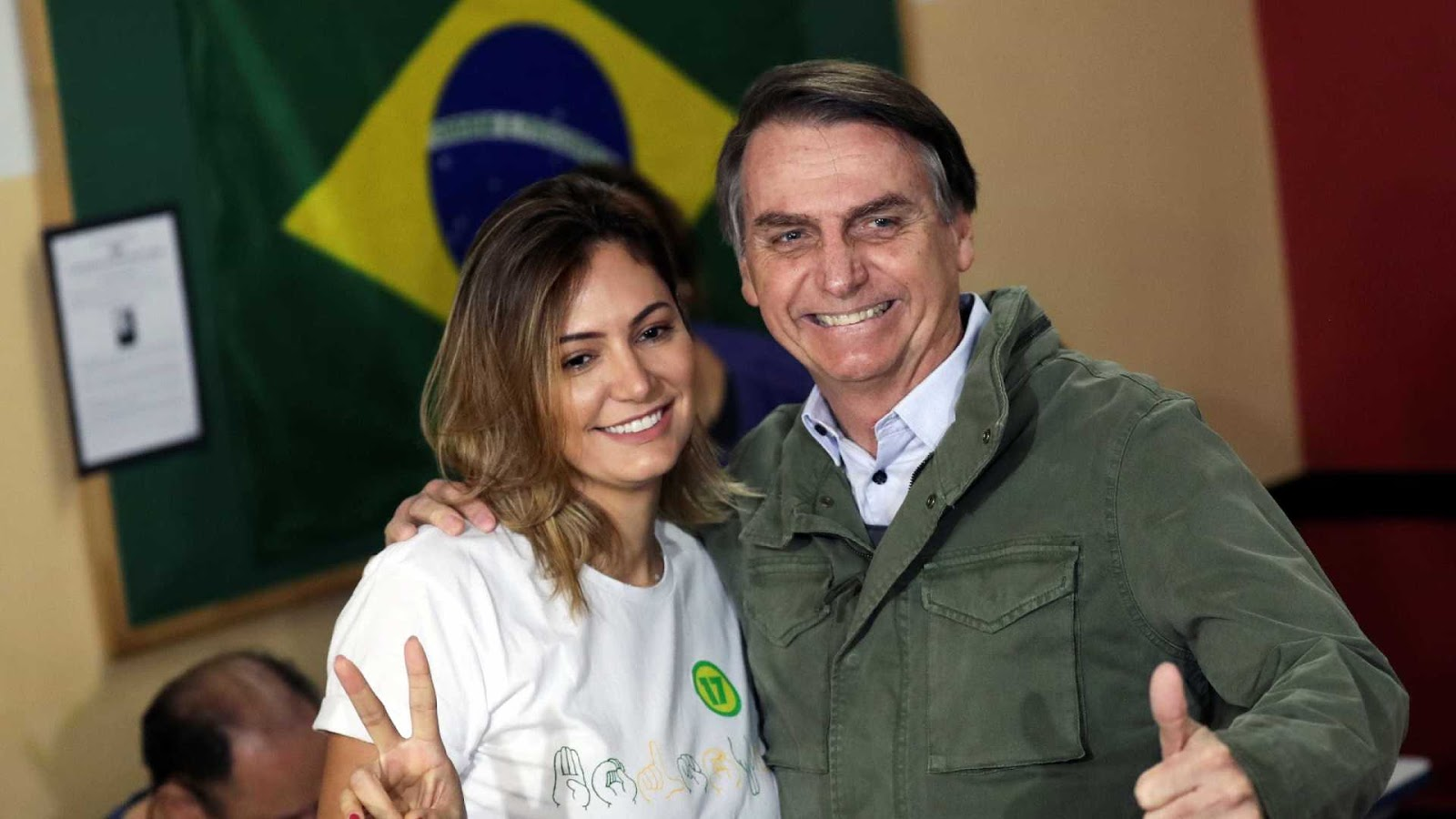 Bolsonaro confirma revelações sobre parentes da esposa e diz que ela está arrasada
