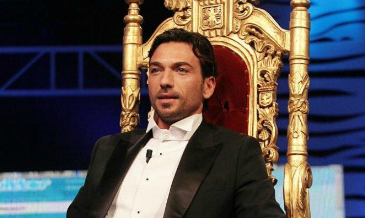 Costantino Vitagliano vuole tornare a Uomini e donne come cavaliere del 'trono over'