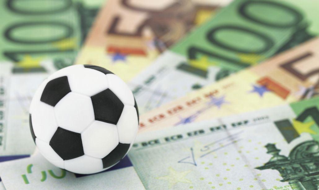 Mercato Juve, il Barcellona sarebbe interessato a Dybala ed Emre Can