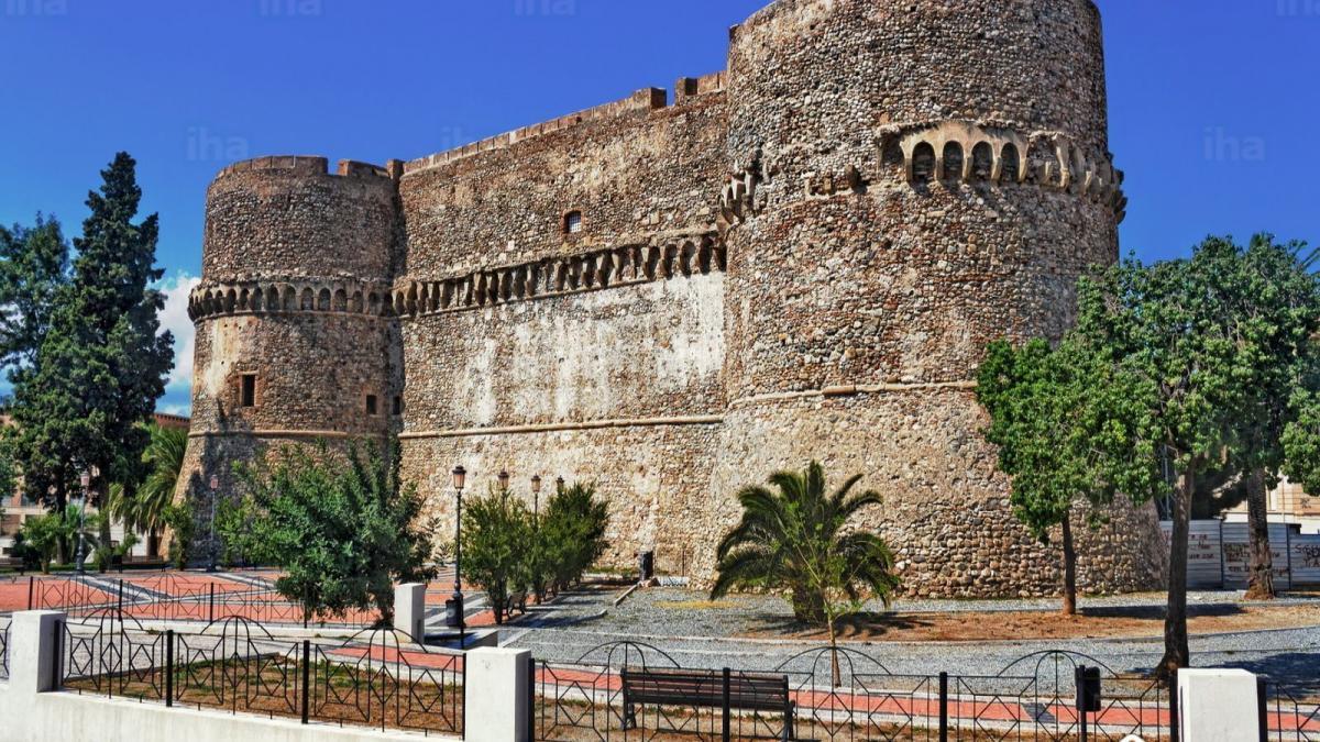 Reggio Calabria: festa abusiva al Castello Aragonese
