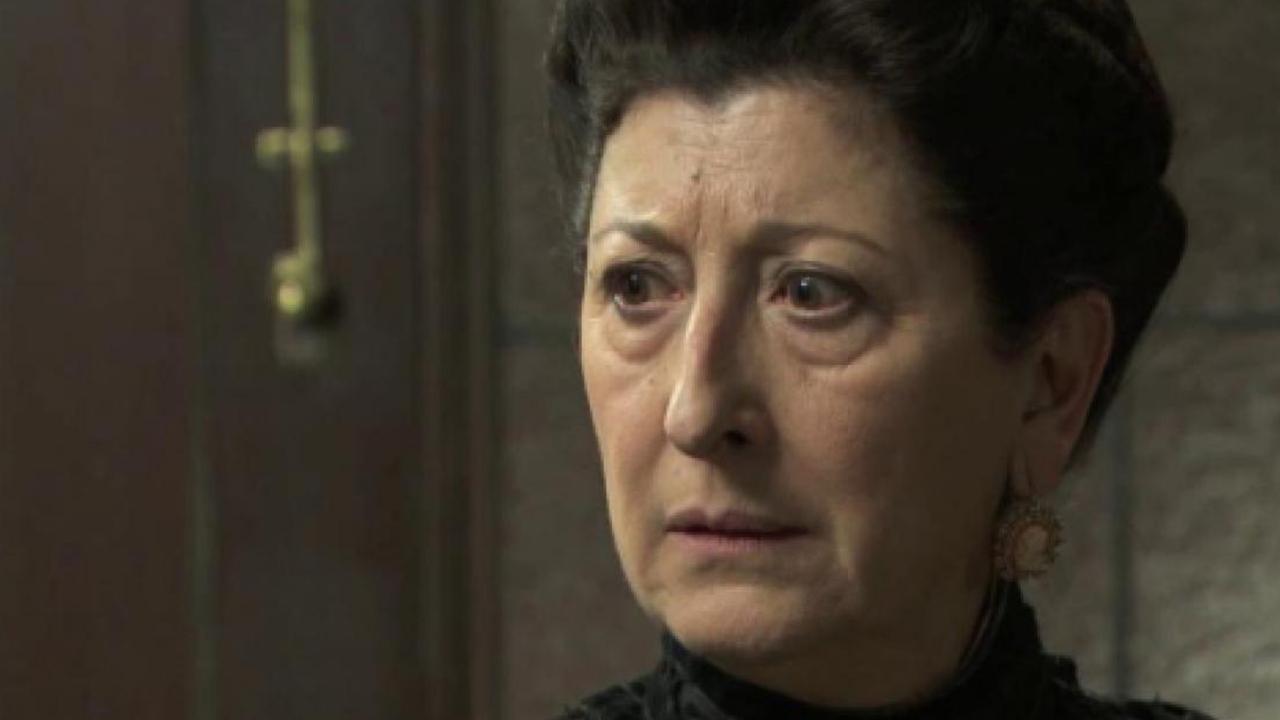 Una Vita, anticipazioni 24 agosto: Ursula minaccia di uccidersi