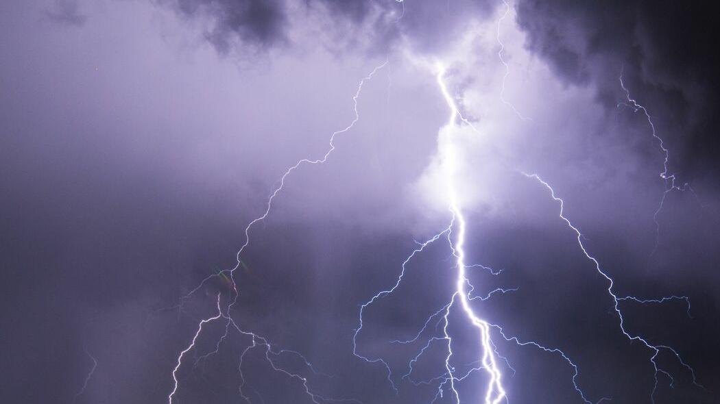 Violento nubifragio mette in ginocchio la Capitale