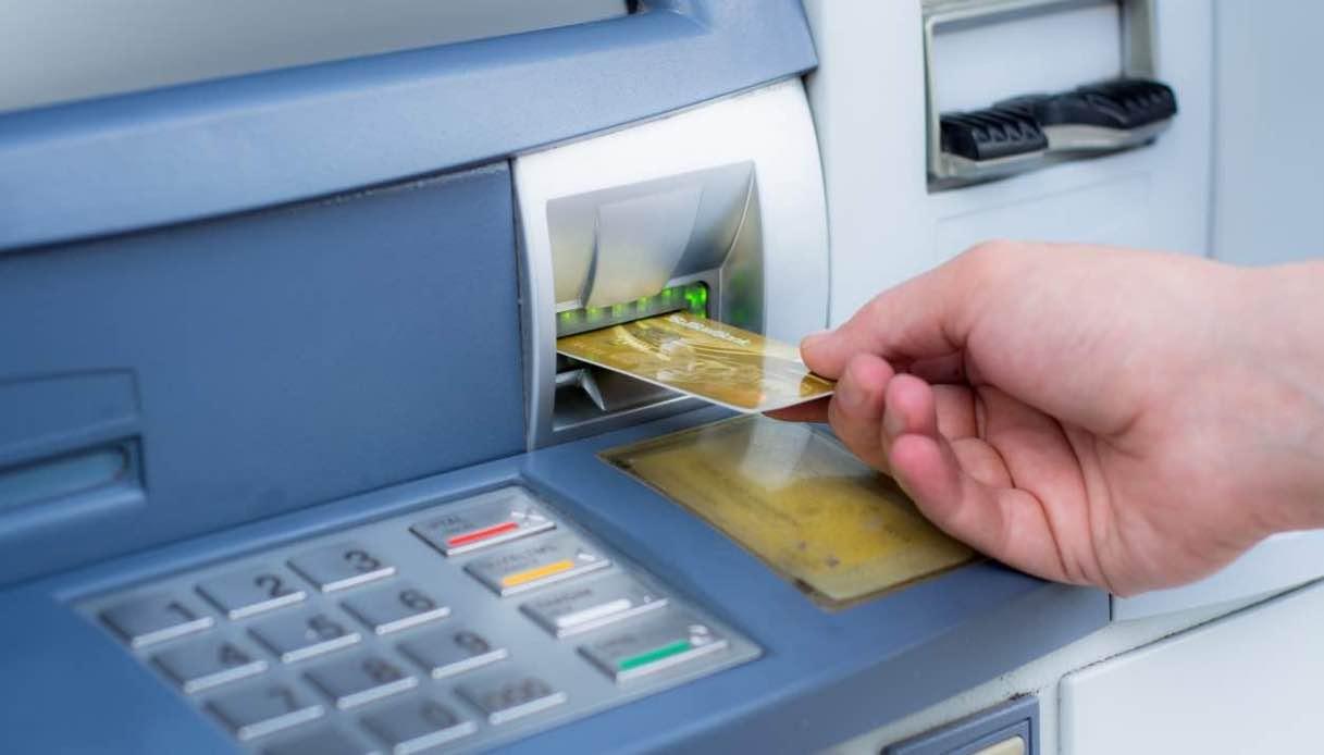 Confindustria, tassa del 2% sui prelievi bancomat